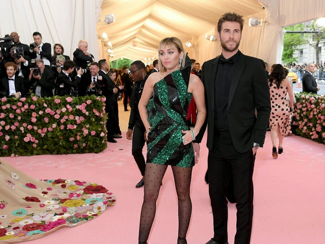 A Cryptic Instagram Caption Does Not Mean Miley Cyrus Is Pregnant, OK?
