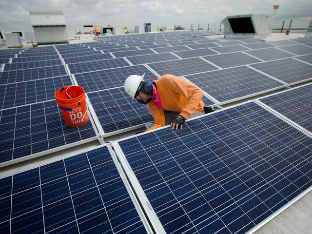 US Solar Jobs Declined Last Year
