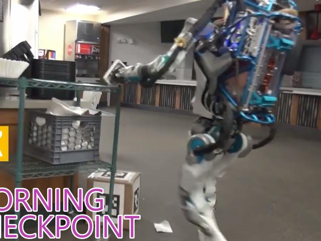 Este robot está realmente enojado y hecho levantando cajas