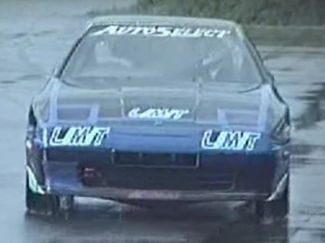 Regardons une Toyota Supra Do des années 1980 à 196 MPH