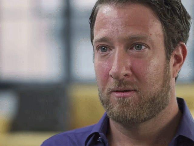 Dave Portnoy di Barstool Sports in realtà trema mentre viene chiesto di molestare le donne