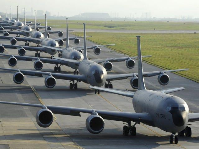 Esta foto no está clonada por ordenador: 12KC-135en plena formación