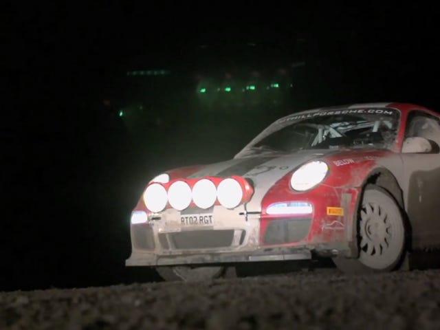 Chris Harris kjører en Porsche 911 rallybil som setter Baja Bugs til skamme