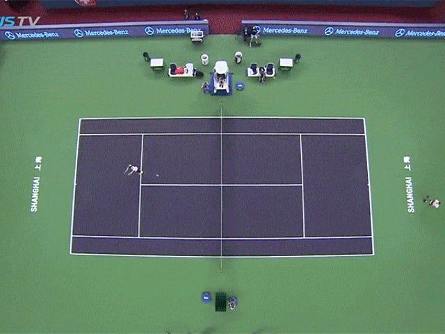 Roger Federer kirjaimellisesti ei osunut tähän palloon