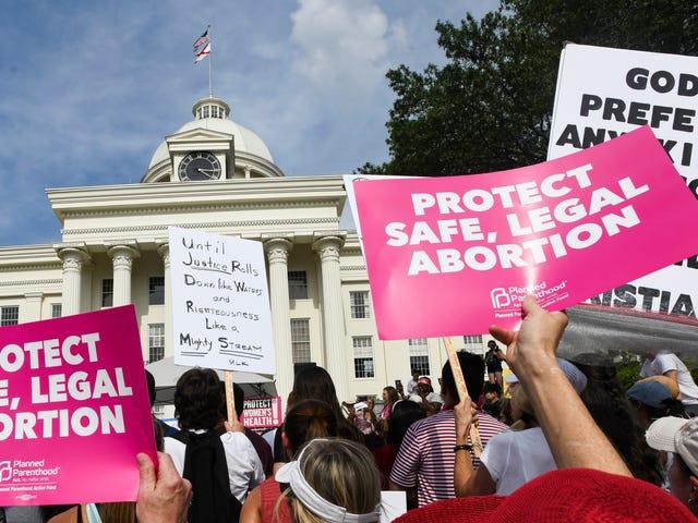 Het bijna-totale abortusverbod in Alabama is tijdelijk geblokkeerd