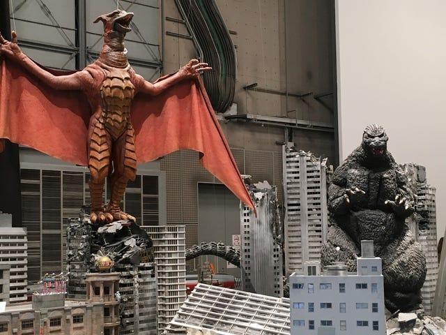 Chuyến đi đến nhà của Godzilla, Toho, khiến chúng tôi muốn dậm chân qua những bộ tuyệt vời của nó