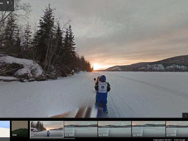 अपने बिस्तर के आराम से Google सड़क दृश्य के माध्यम से अलास्का इदिट्रोड का अनुभव करें