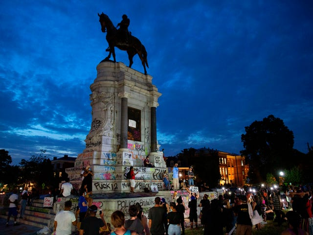 An 1890 Land Deed Halts Removal of Robert E. Lee Statue in Virginia