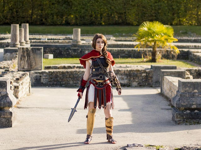 Assassin's Creed Odyssey Cosplay Is Looking Sharp