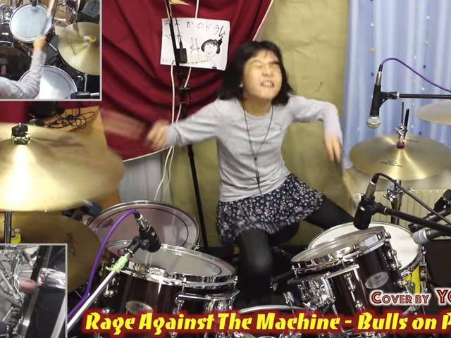 Personne n'aime autant que ce batteur de 10 ans aime Rage Against the Machine