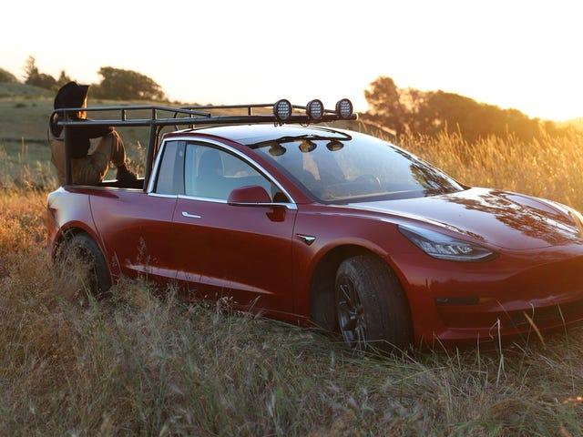 Una youtuber se cansa de esperar el pickup de Tesla y se fabrica uno con un Model 3