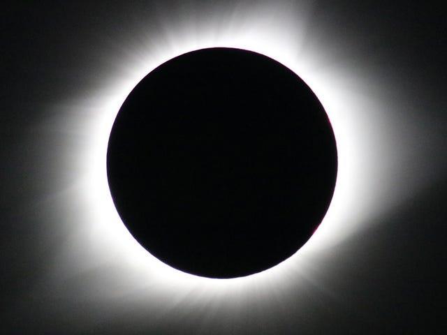 Mira el eclipse solar total de hoy aquí