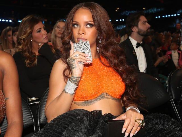 Rihanna Is Getting Harvard University's 2017 Humanitarian of the Year Award!!