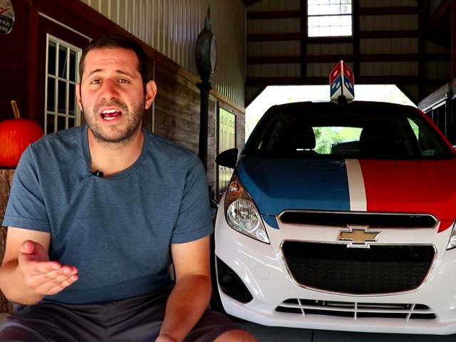 多米诺公司的特许经营威胁YouTuber将DXP比萨车与诉讼案归还 <em></em>