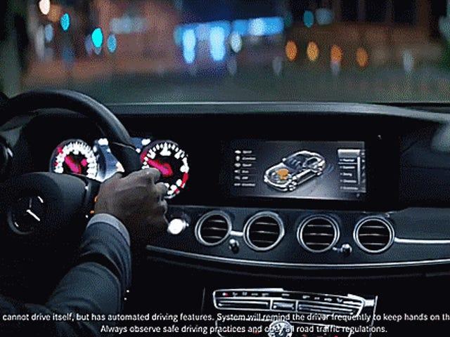 Se le pide a la Comisión Federal de Comercio que investigue los anuncios de Mercedes Drive Pilot