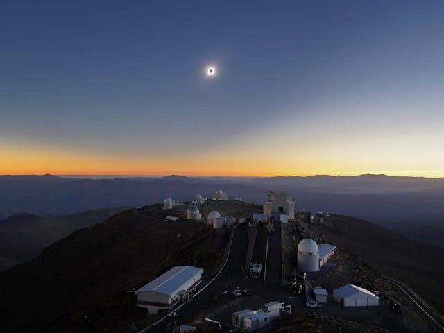 Les images les plus fraîches de l'éclipse solaire d'hier