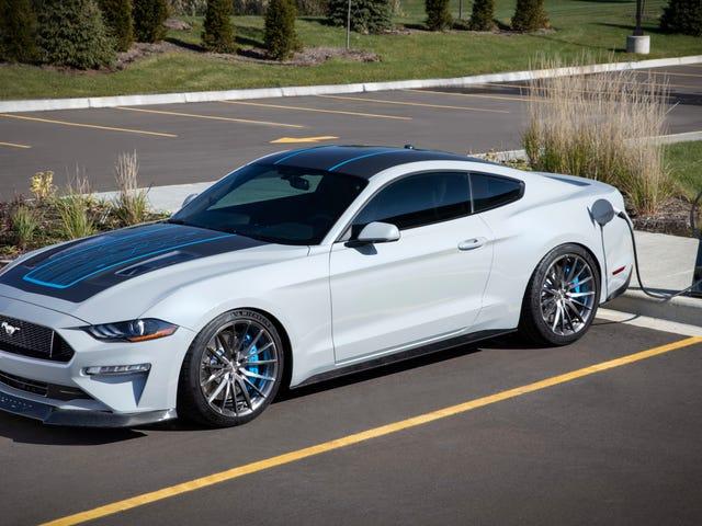 Binibigyan ng Ford Ang Elektronikong Mustang Ito Isang Manu-manong Ngunit Hindi Ang Shelby GT500