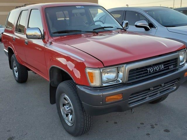 Alguien atrapó este Toyota 4Runner de 1990 de 13,000 millas 'Barn Find' por $ 4,000