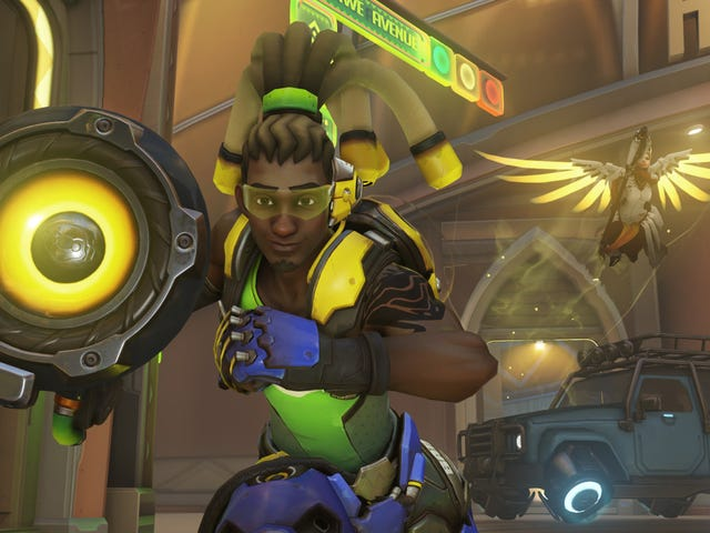 I Spent Two Weeks As A True Overwatch Idiot