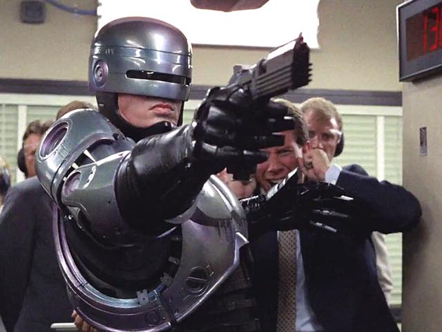 La mala racha de Neill Blomkamp continúa: el director abandona la nueva película de RoboCop