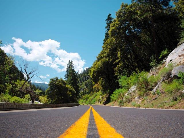 Segui la strada panoramica con app come Roadtripper e Strade di Porsche
