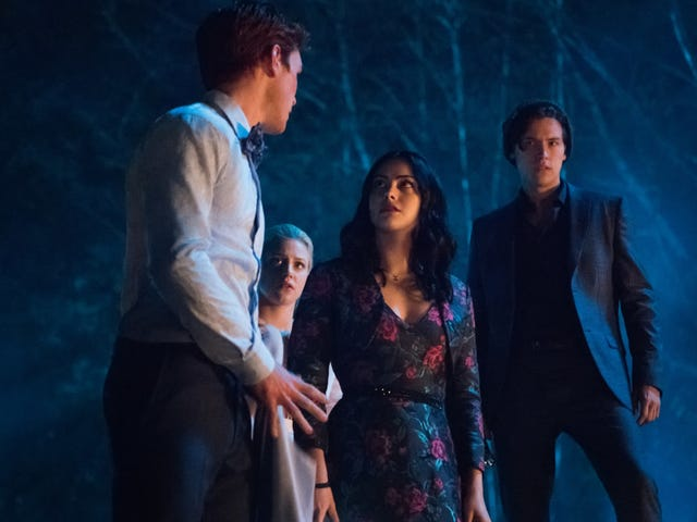 Riverdale readies for one grim senior year in its 3rd season finale