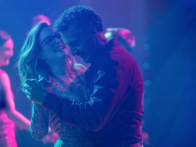 Julianne Moore gets her groove back in the delicate midlife romance Gloria Bell