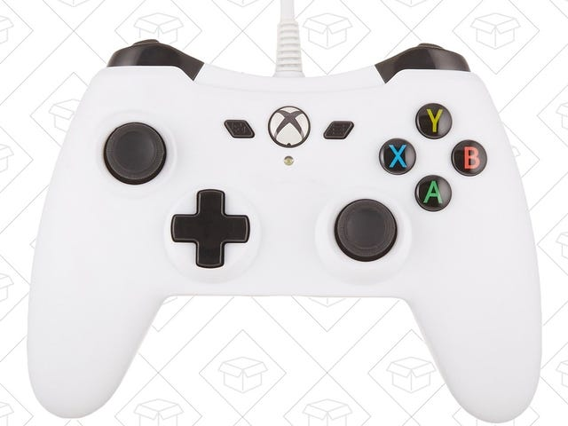 Amazon Makes Its Own Xbox Controller, and It's Just $21 Today
