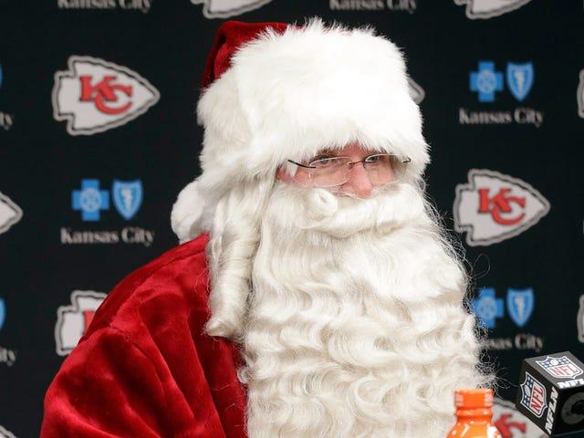 Енді Рейд провела прес-конференцію, одягнену як Санта