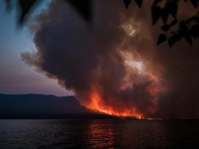American Wildfire Forces Canadian National Park to Shut Down
