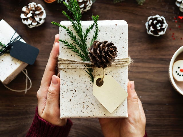 The Eco-Conscious Gift-Giver's Guide to the Holidays