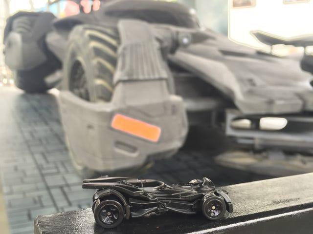 Hot Wheels Batmobile ontmoet echte Batmobile!