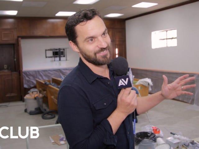 Jake Johnsonが彼の新しいNetflixアニメーションショー、 <i>Hoops</i>オフィスの周りで私たちを見せてくれます