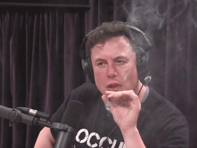La Fuerza Aérea de Estados Unidos no sabe qué hacer tras ver a Elon Musk fumando un porro