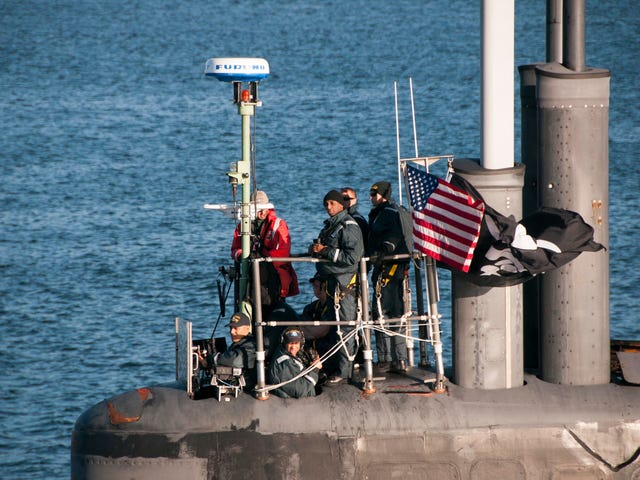 Amerika'nın En Gizli Spy Sub, Bir Korsan Bayrağı Üzerine Uçuyor