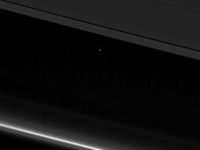 Este punto brillante es la Tierra er ikke så langt fra Saturno