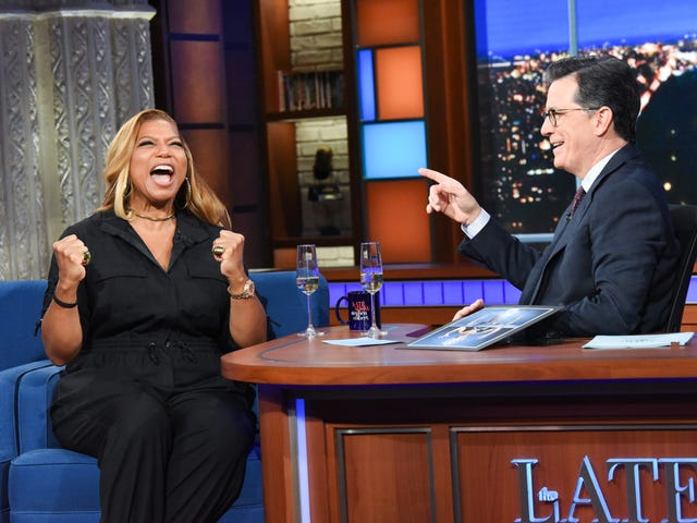 Queen Latifah gets the royal treatment while busting out some Ursula on The Late Show