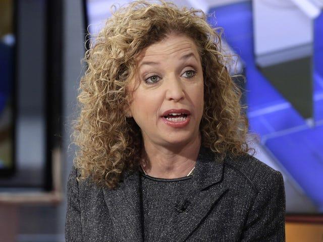 Oltre 100 avvocati di Bernie Sanders sostengono la causa legale contro Debbie Wasserman Schultz