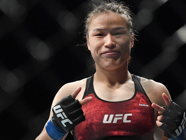 Zhang Weili precisava de apenas 42 segundos dominantes para se tornar o primeiro campeão chinês do UFC