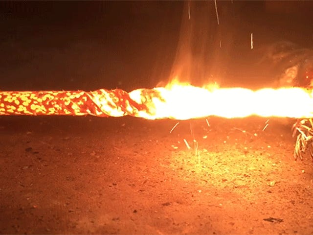 Memompa Listrik Melalui Drill Bit Membuatnya Meleleh menjadi Messi Api