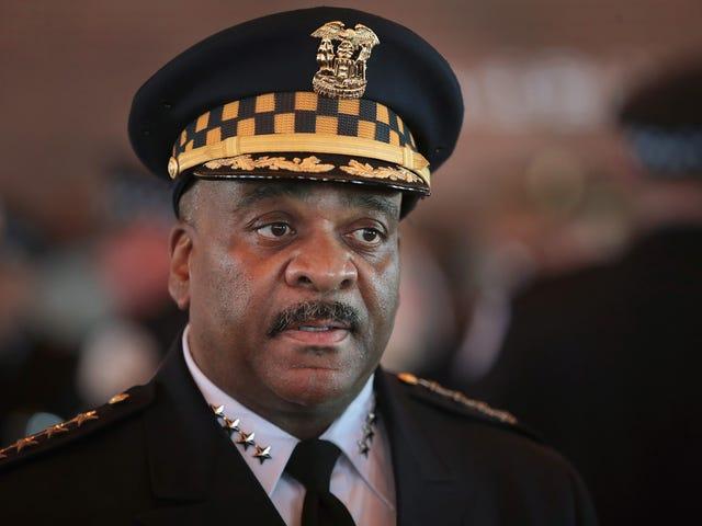 Em meio à investigação interna, o policial de Chicago Eddie Johnson anuncia sua saída