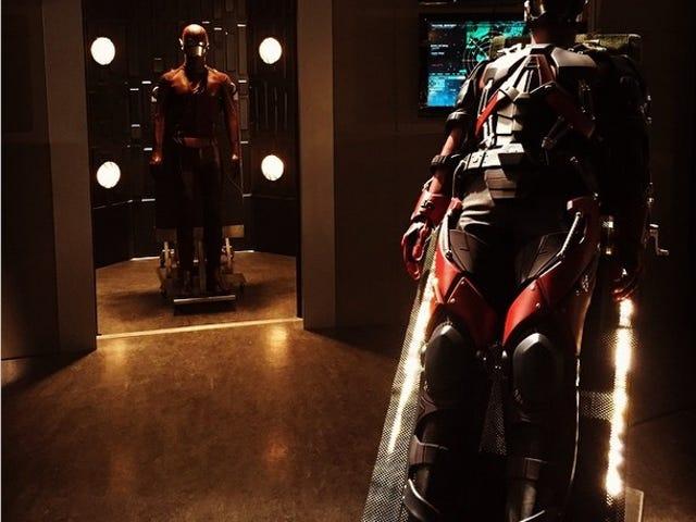 Första Full View of Ray Palmer Atom Suit