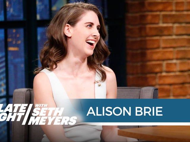 Alison Brie s&#39;est mouillée une fois sur le plateau de <i>Mad Men</i> et a tourné une scène complète trempée dans de l&#39;urine