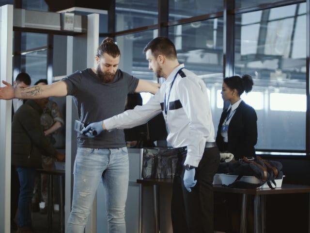 TSA 요원은 정부 종료 기간 동안 무급 노동의 일부를 원하지 않습니다 ... 그래서 그들은 아플 때 전화하고 있습니다.
