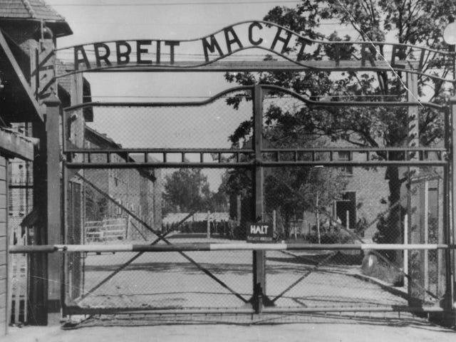 Ang mas maraming kasaysayan ay nakapagpasimula sa isang libu-libong taon sa Auschwitz