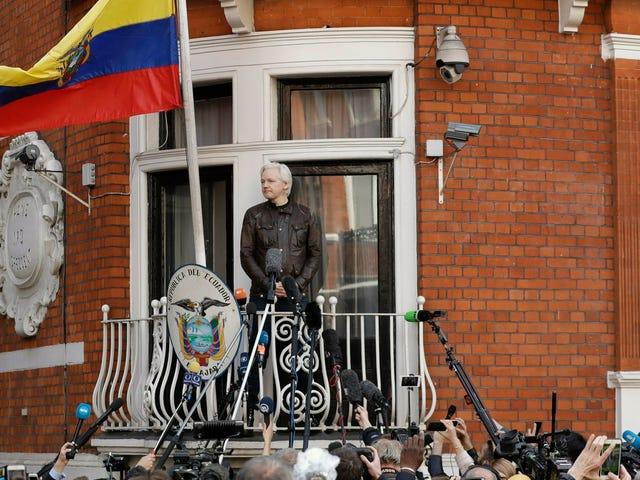 Ο Ισημερινός ισχυρίζεται ότι χτυπήθηκε με 40 εκατομμύρια κυβερνητικές επιθέσεις από τότε που έδωσε τον Julian Assange