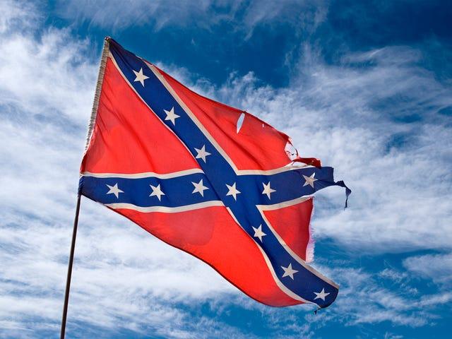 कॉन्ट्रैटर फ़्लैग के साथ ब्लैक कपल हाउस में कांट्रेक्टर दिखाता है, हैरानगी से निकाल देता है: 'मुझे पता नहीं था कि यह झंडा बंद है, Y'all'