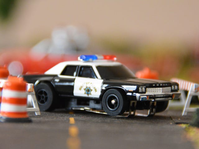 AutoWorld Slot Car Review: 1974 Dodge Monaco CHP