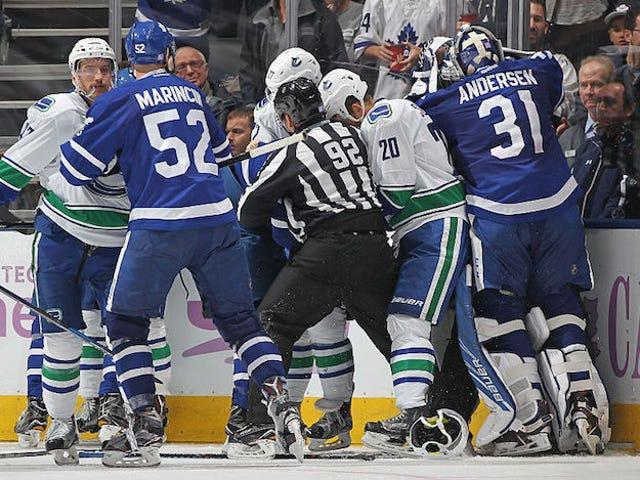 Canucks og Maple Leafs kjempet mye i går kveld