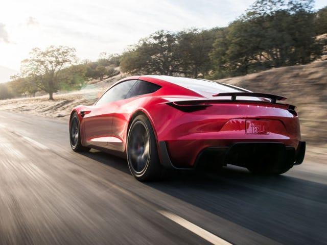 Xin đừng cố bay chiếc Tesla Roadster